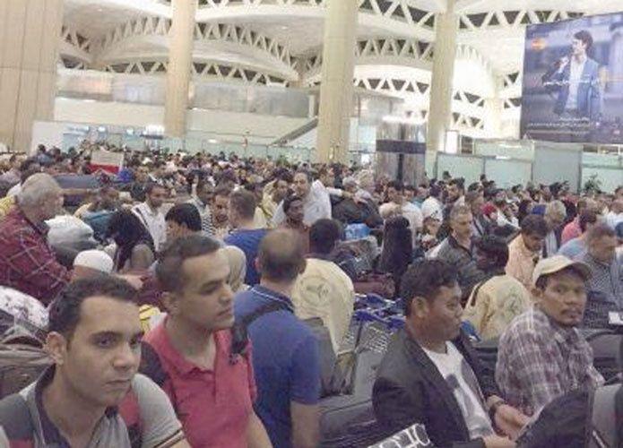فوضى وتكدس وازدحام في مطار الملك خالد بالرياض والخطوط السعودية وهيئة الطيران تتبادلان المسؤولية