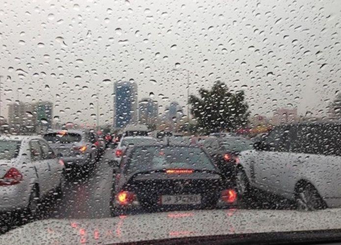 أمطار غزيرة تشكل فيضانات وسيول في قطر