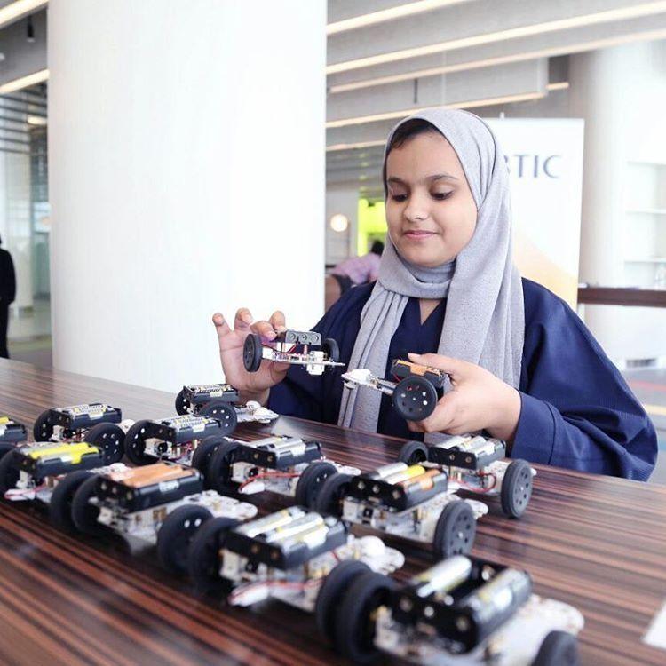 توزيع  20 ألف روبوت على طلبة الصفوف في مدارس الإمارات