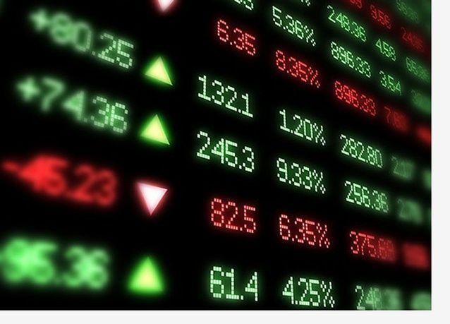 بورصة مصر تهبط وسط مخاوف بشأن ضريبة الدمغة والسعودية تصعد بدعم نتائج أعمال