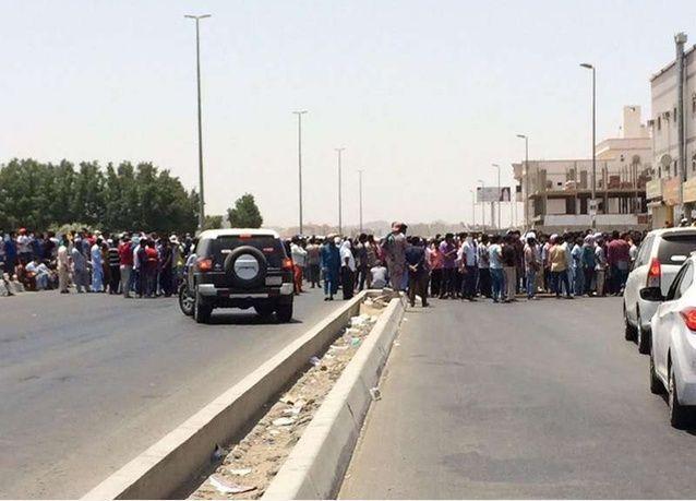 عمال مجموعة بن لادن السعودية يعودون مجدداً للاحتجاج لعدم صرف مستحقاتهم