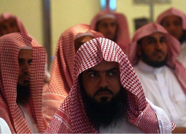 المغردون السعوديون ينقلبون.. الشعب مؤيد إلغاء مهام الهيئة