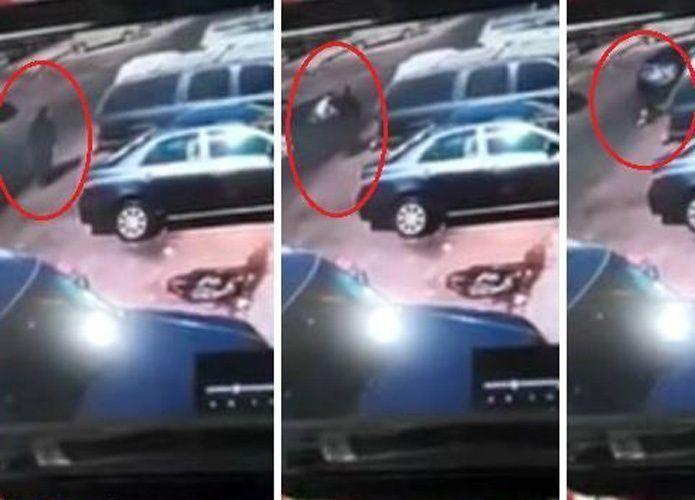 فيديو: القبض على فتيين سعوديين سرقا حقيبة امرأة