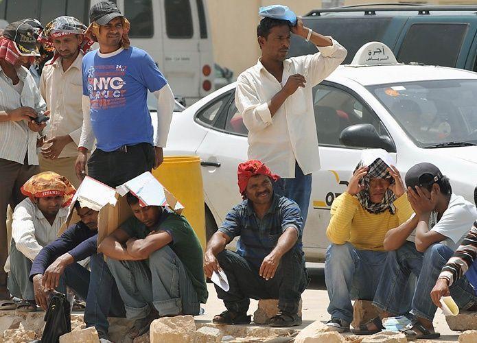 وزارة العمل السعودية تستطلع الآراء في احتساب الوافدين فوق الستين عاماً