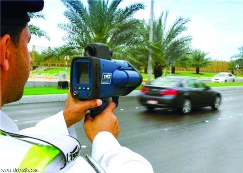 شرطة أبوظبي تعلن عن مواقع الرادارات المتحركة عبر وسائل التواصل الاجتماعي