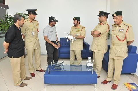 شرطة دبي تستخدم طائرة بدون طيار لنقل رسائلها