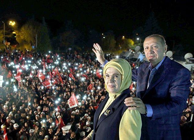 بالصور : شاهد احتفالات مؤيدي أردوغان بنتائج استفتاء تركيا