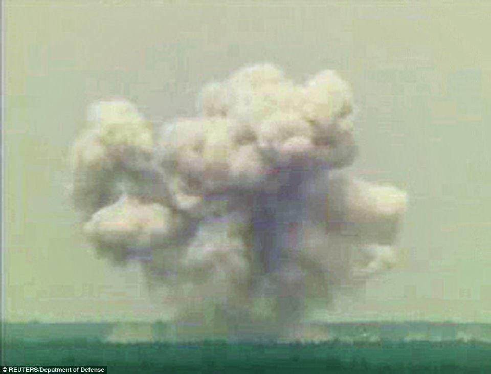 """الجيش الأمريكي يضرب كهوف تنظيم داعش في أفغانستان """"بأكبر قنبلة غير نووية"""""""