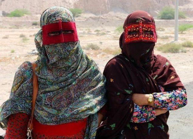 بالصور : فتاة تسافر من بريطانيا إلى إيران بالدراجة