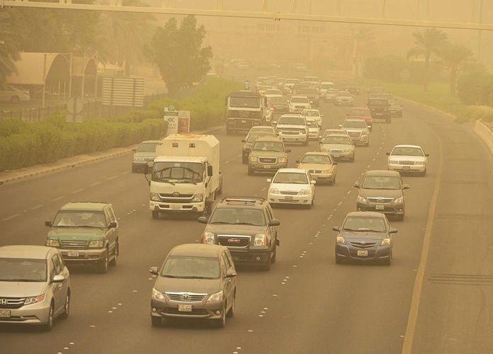 موجة الغبار تعطل التعليم في مدن سعودية