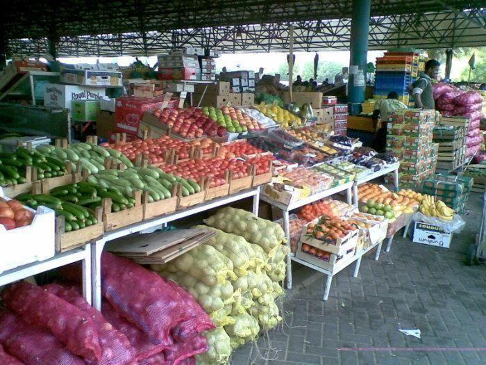 موردون في دبي يتوقعون ارتفاع الأسعار في رمضان بعد حظر منتجات عربية