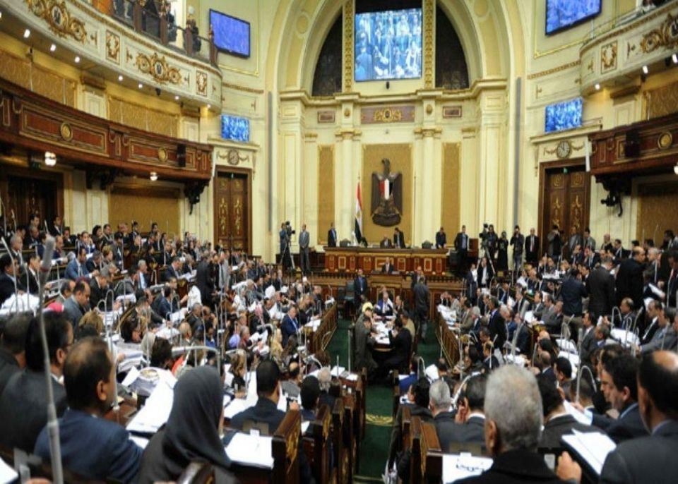 """البرلمان المصري يوافق على منح الإقامة للأجانب مقابل """"وديعة"""""""
