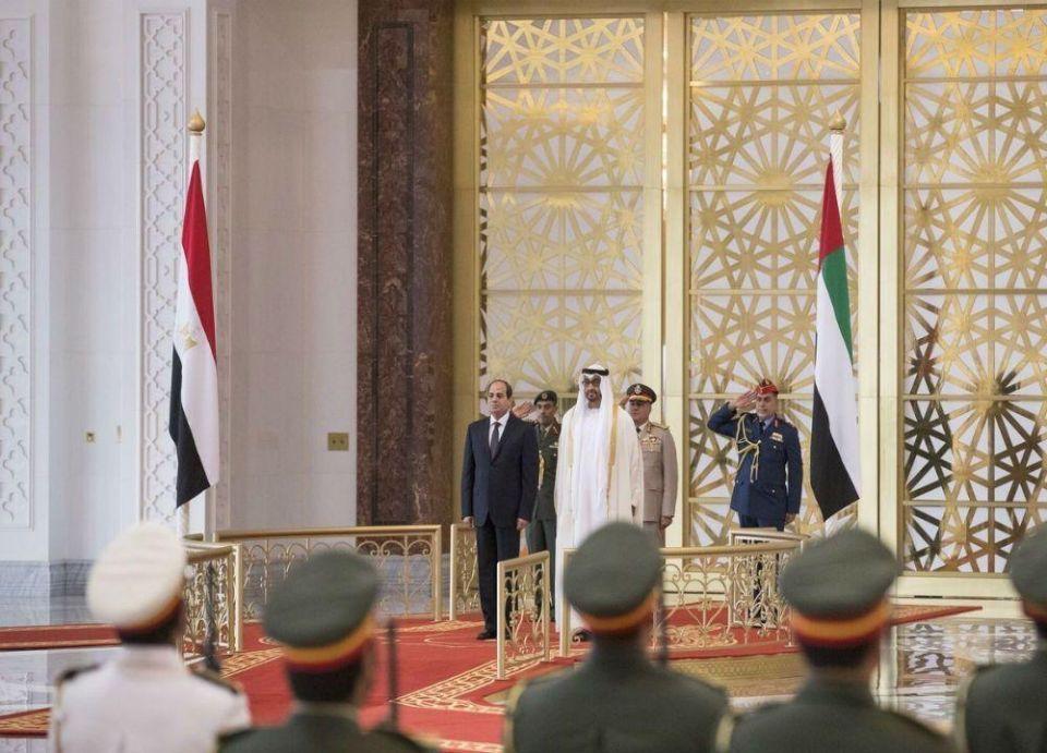 الرئيس المصري يصل إلى الإمارات .. ومحمد بن زايد في مقدمة مستقبليه