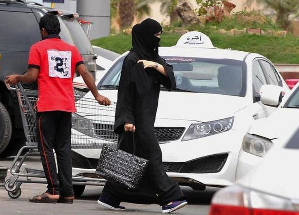 """بعد زواج 37 عاماً و6 أبناء.. سعودي يطلق زوجته """"لأنها أخته"""""""