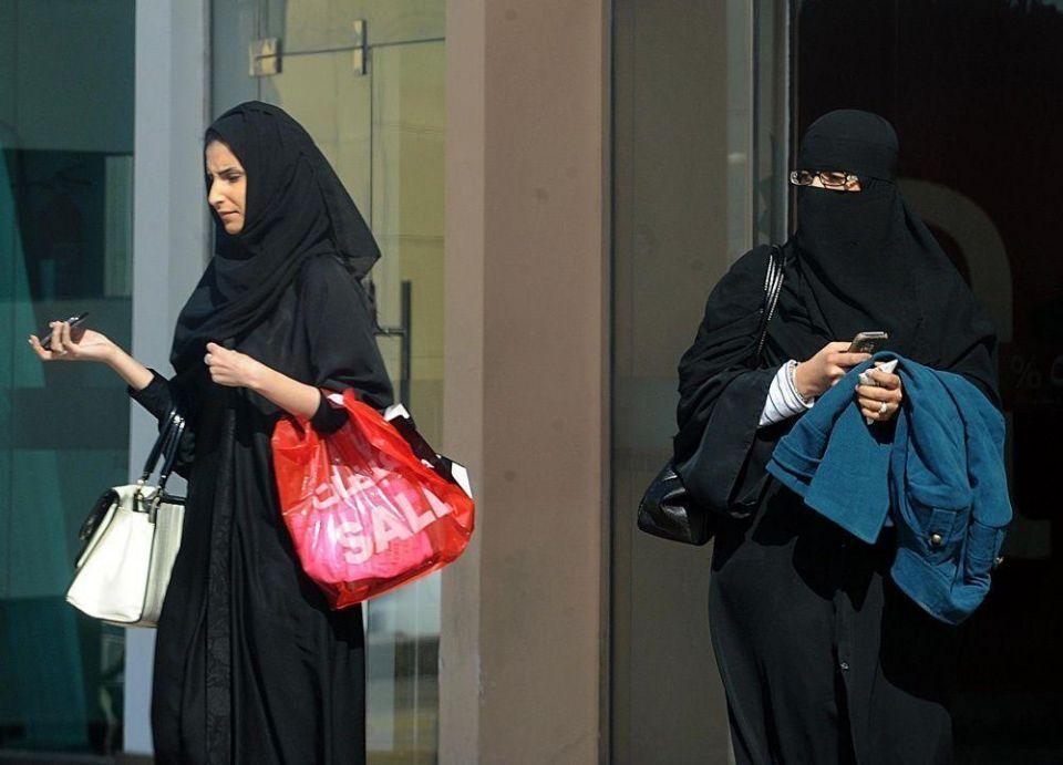 وزارة العمل تبدأ اليوم بتطبيق سعودة المولات في حائل
