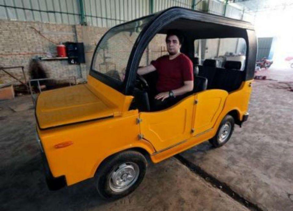 مصري يصنع عربة تنافس التوك توك