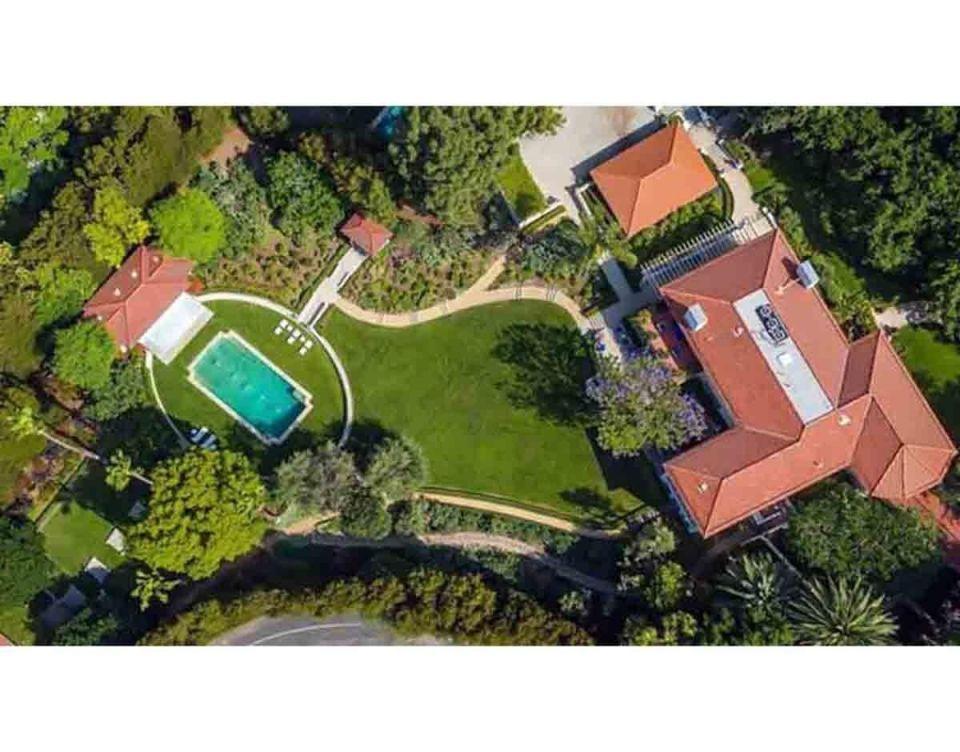 """بالصور : أنجلينا جولي تنتقل مع أطفالها إلى منزل جديد بالقرب من طليقها """"براد بيت"""""""