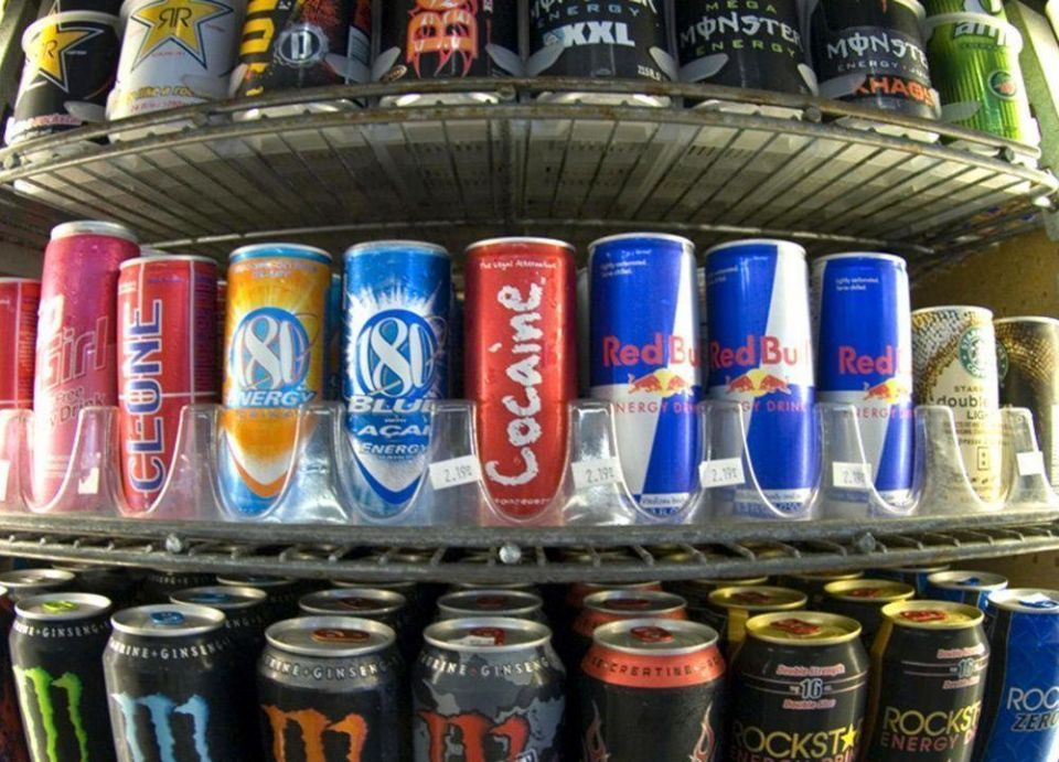 عبوتان من مشروب الطاقة قد توقفان القلب