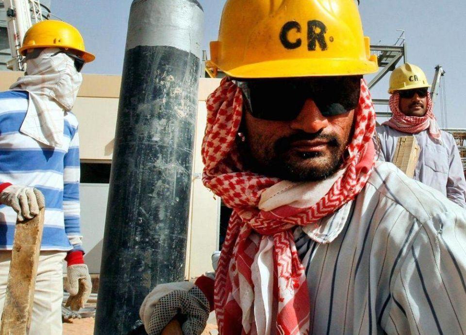 السعودية تلمح إلى أول خفض بإمدادات النفط إلى الآسيويين