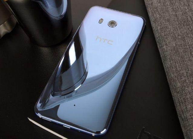 """""""إتش تي سي"""" تحدث نهضة في مفهوم التفاعل مع الهاتف عبر هاتفها الجديد HTC U11"""