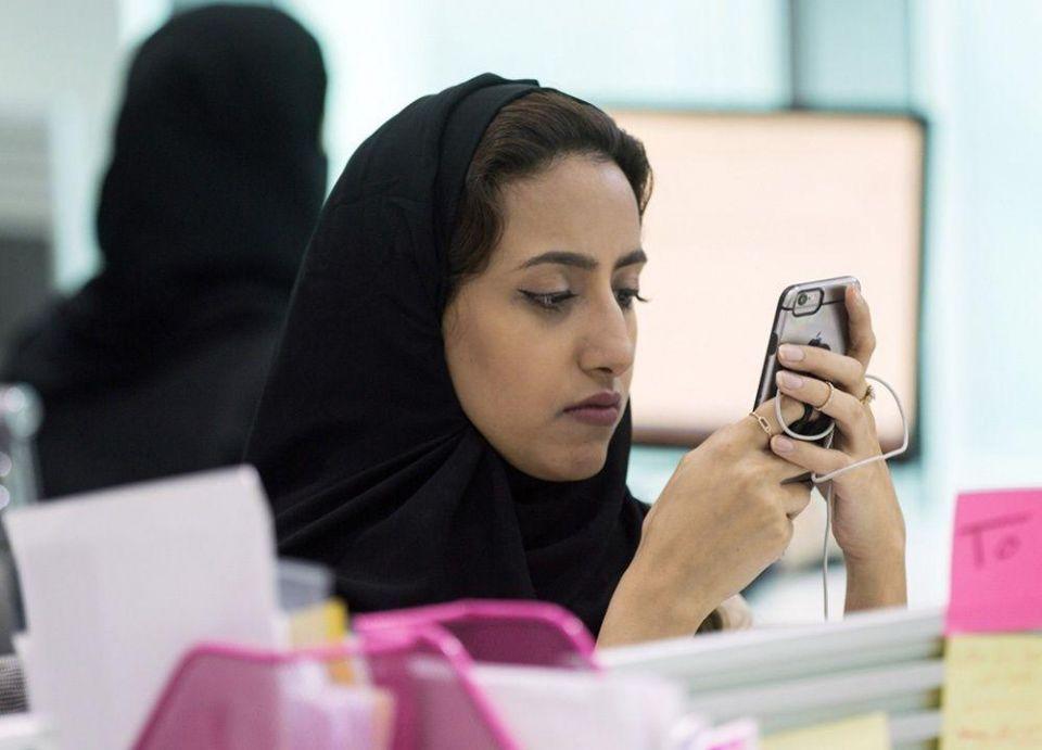 السعودية: 600 ريال حد ائتماني لفواتير جوالات موظفي الدولة