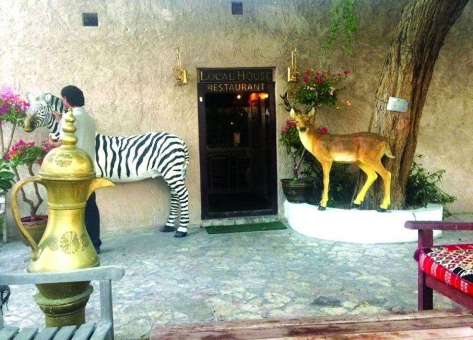 مطعم إماراتي يقدم لحوم حمار الوحش والنعام والجاموس الإفريقي