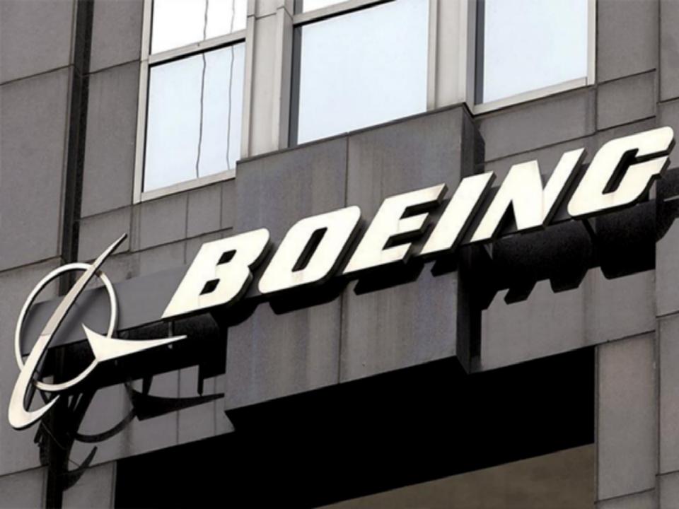بوينغ توقع صفقة طائرات شينوك وبي-8 للاستطلاع مع السعودية