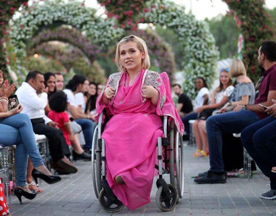 بالصور : عرض أزياء الأقزام العالمي في دبي