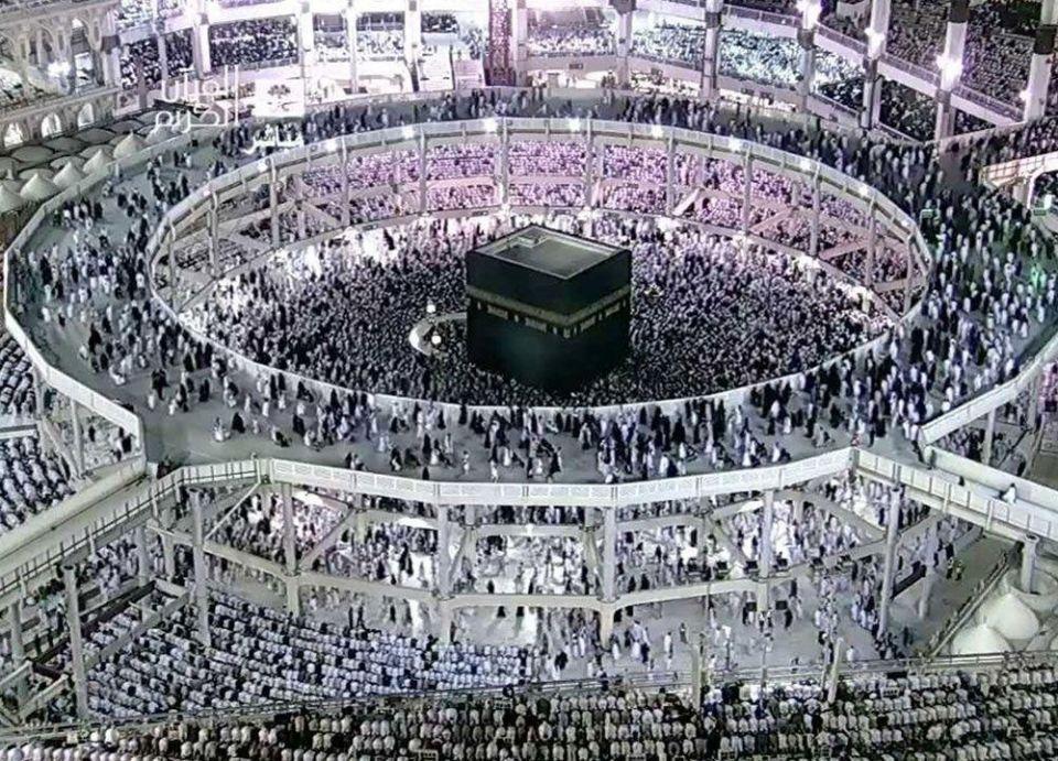 السعودية تمنع الصلاة وسفر الإفطار داخل صحن المطاف