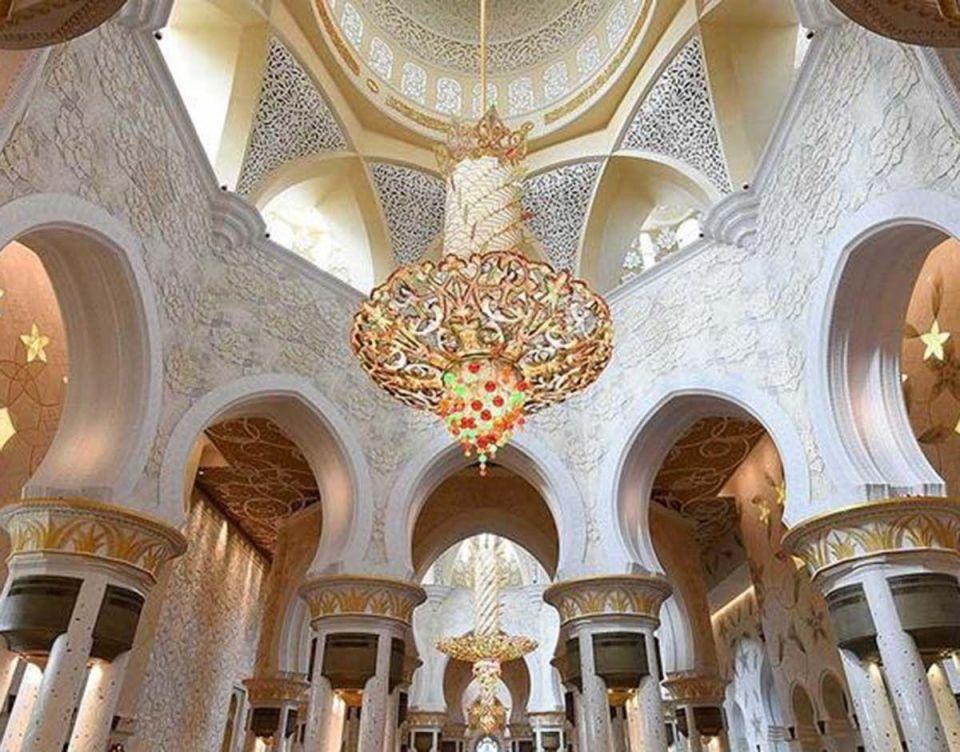بالصور : مسجد الشيخ زايد ثاني أفضل معلم سياحي في العالم لعام 2017