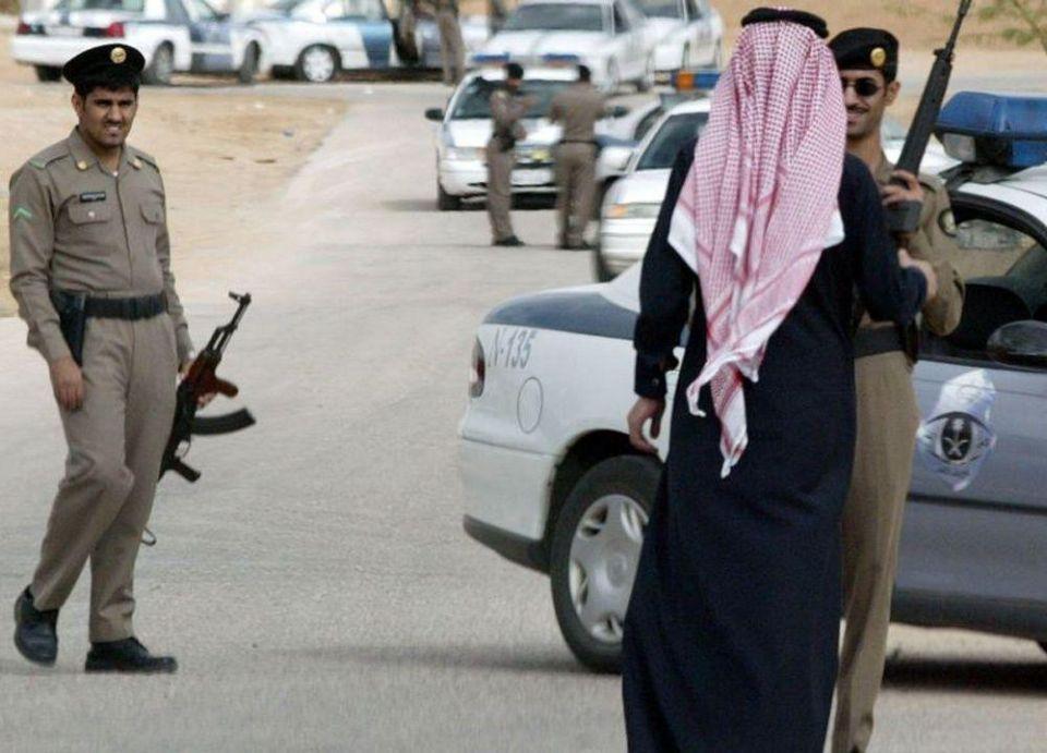 القبض على وافد قتل سعودياً وأخفاه بحاوية بناء