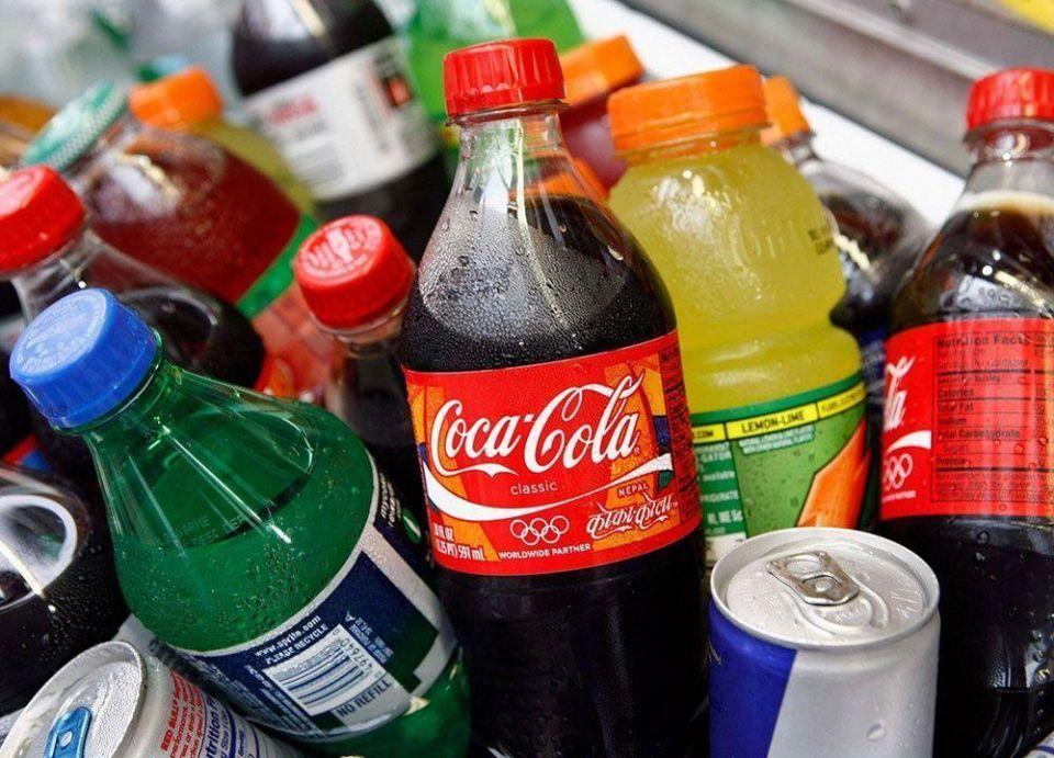 بعد فرض الضريبة الانتقائية.. شركات المشروبات في السعودية تدرس تقليص حجم العبوات