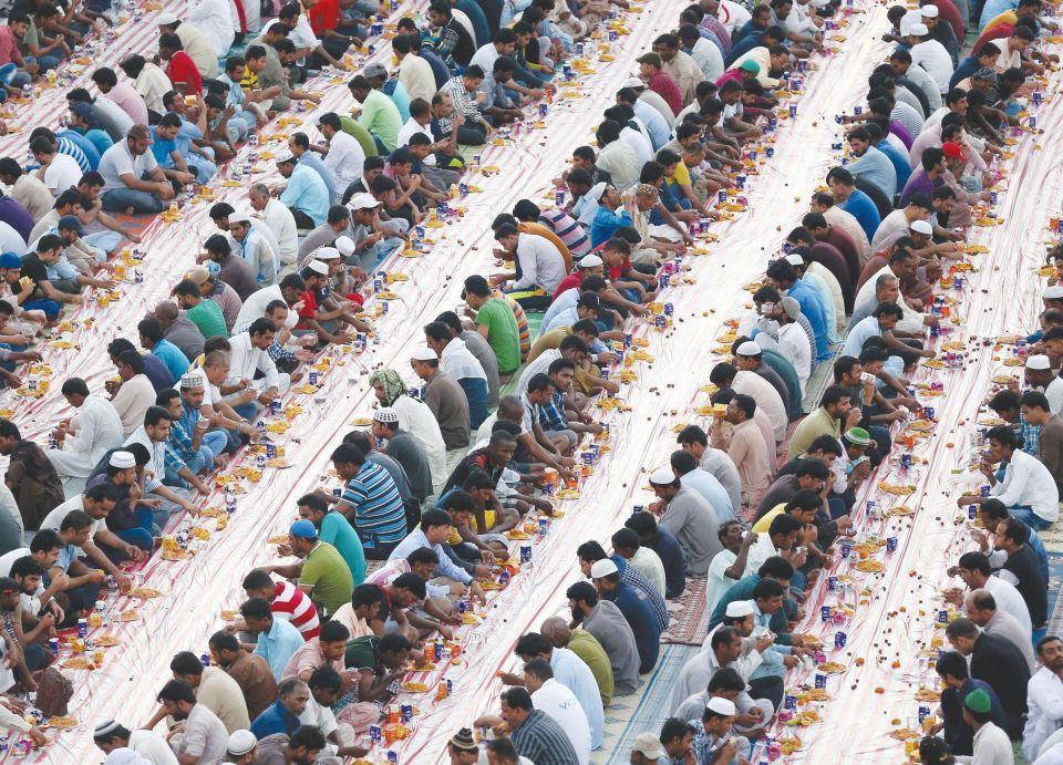 قرابة مليوني مستفيد من «إفطار الصائم» الذي تنفذه مؤسسة خليفة الإنسانية