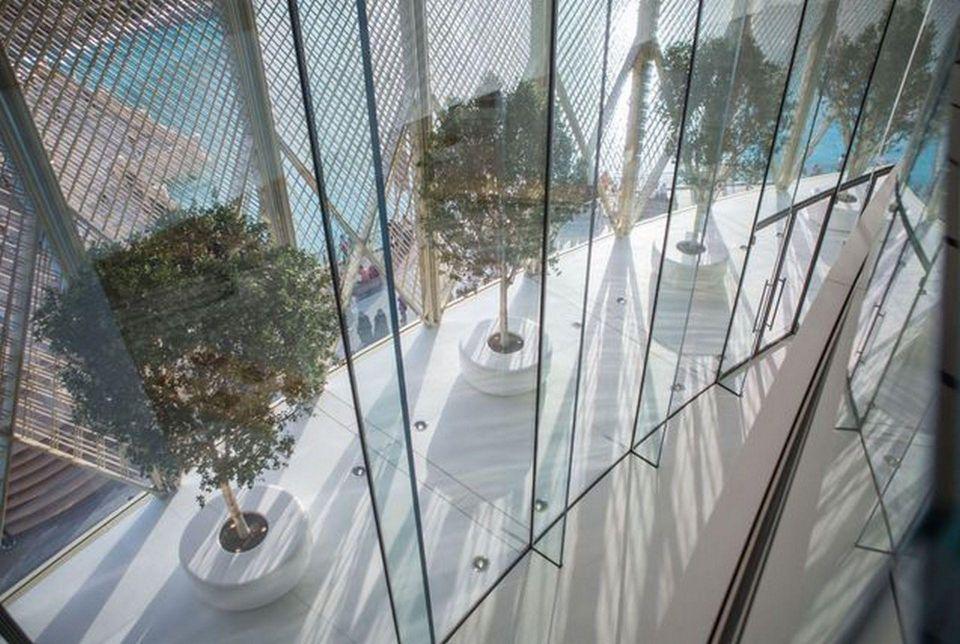 بالصور: كيف يبدو متجر آبل الجديد في دبي؟