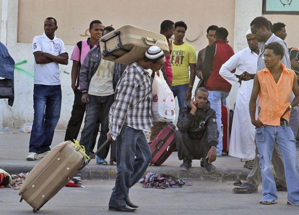 شوري سعودي يطالب بعدم إصدار رخص قيادة للأجانب الذين تقل رواتبهم عن 4 آلاف