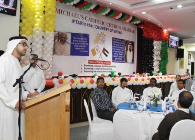 كنيسة بالشارقة ترفع أذان المغرب وتنظم إفطاراً جماعيا
