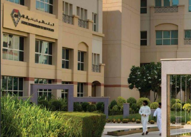 """أميركية الإمارات"""" تقدم 40 منحة دراسية منها 14 للرياضيين"""