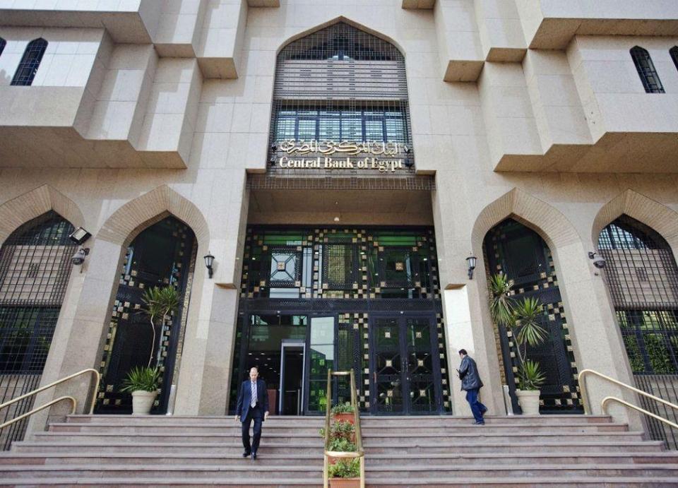 المركزي المصري يلغي سقف التحويلات بالعملة الصعبة
