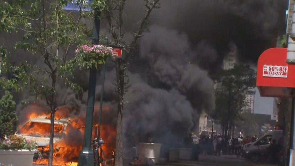 بالصور : موجة حر في نيويورك تتسبب في اشتعال تاكسي