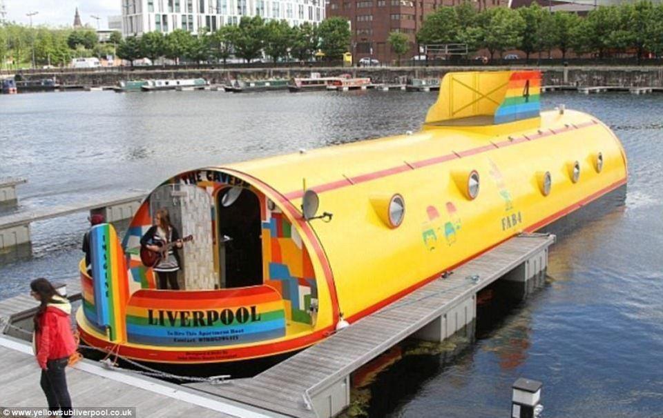 بالصور : قوارب سياحية تشبه المنازل وتعد الأكثر غرابة في العالم