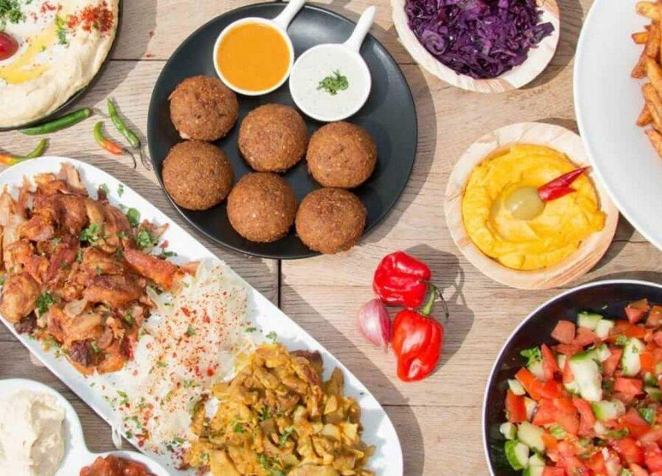 سوري يمنح أثينا تجربة الطعام الشامي