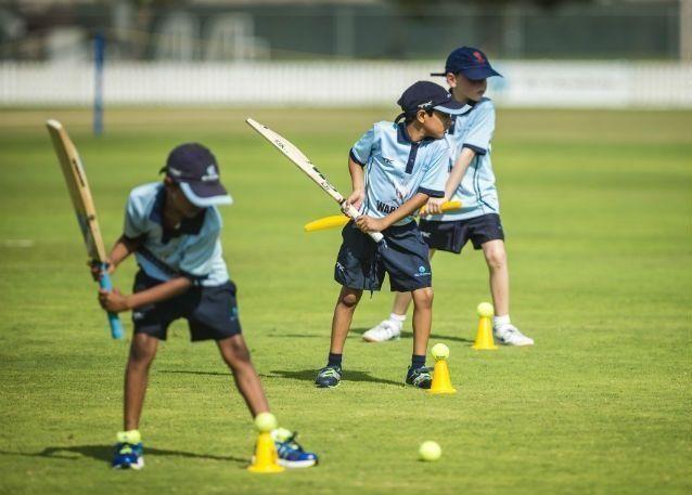 مدينة دبي الرياضية تطلق المخيمات الصيفية لرياضة الكريكيت