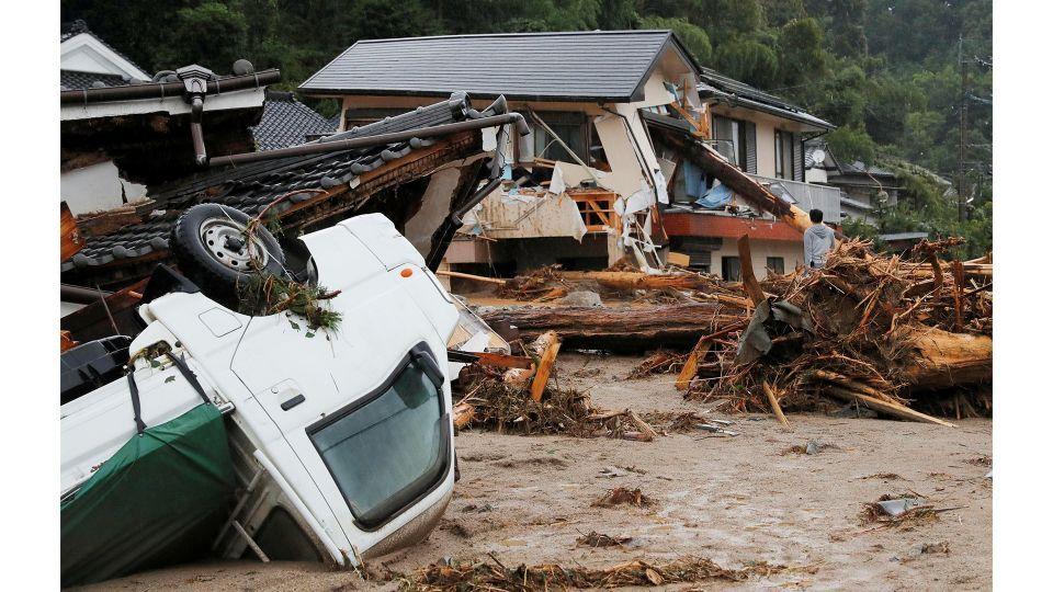 إجلاء نحو 400 ألف شخص بسبب الأمطار الغزيرة في اليابان