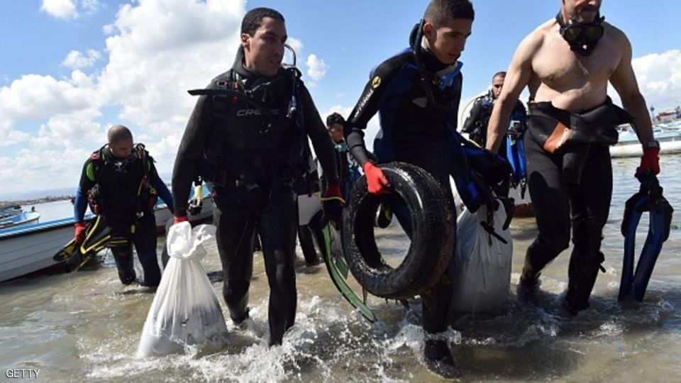 بالصور : انطلاق حملة تطوعية لتنظيف شواطئ البحار في الجزائر