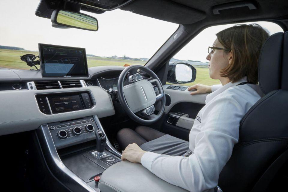 """""""جاكوار لاند روفر"""" قاب قوسين أو أدنى من إنتاج سيارات ذاتية القيادة تماماً في المدن"""