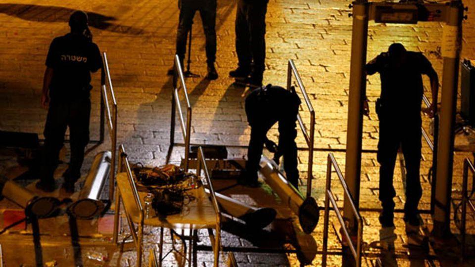 بالصور : إسرائيل تستبدل البوابات الإلكترونية بكاميرات مراقبة في القدس