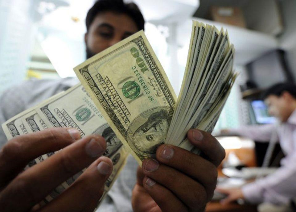 مصر تخفض الدولار الجمركي إلى 16 جنيها