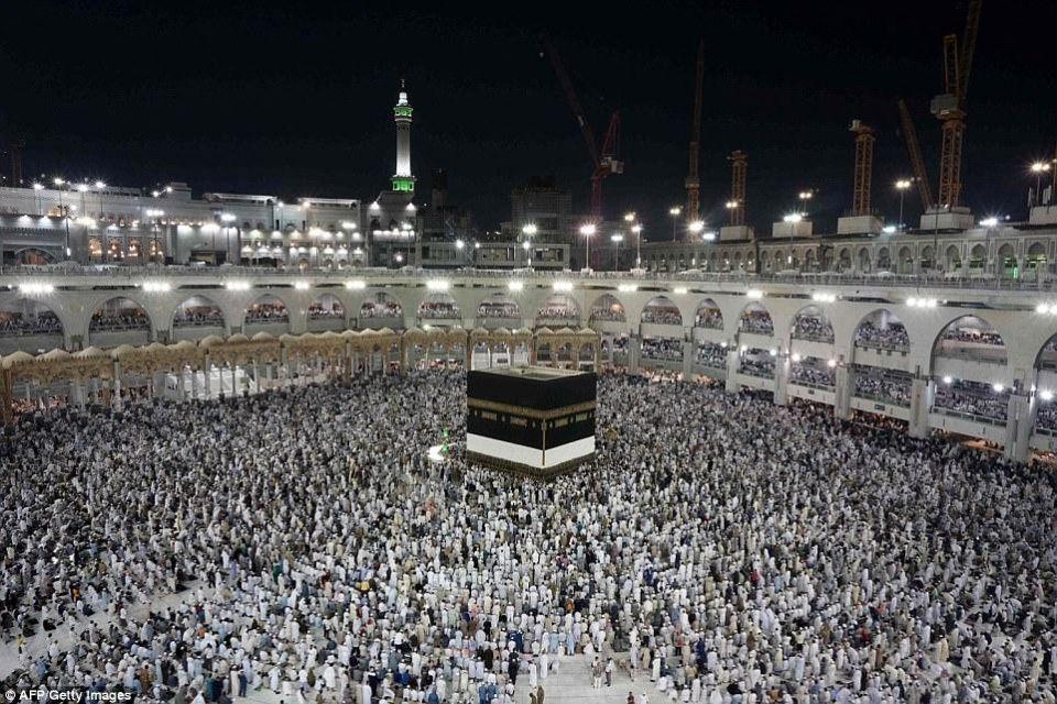 شاهد استقبال قرابة مليوني حاج في مكة المكرمة