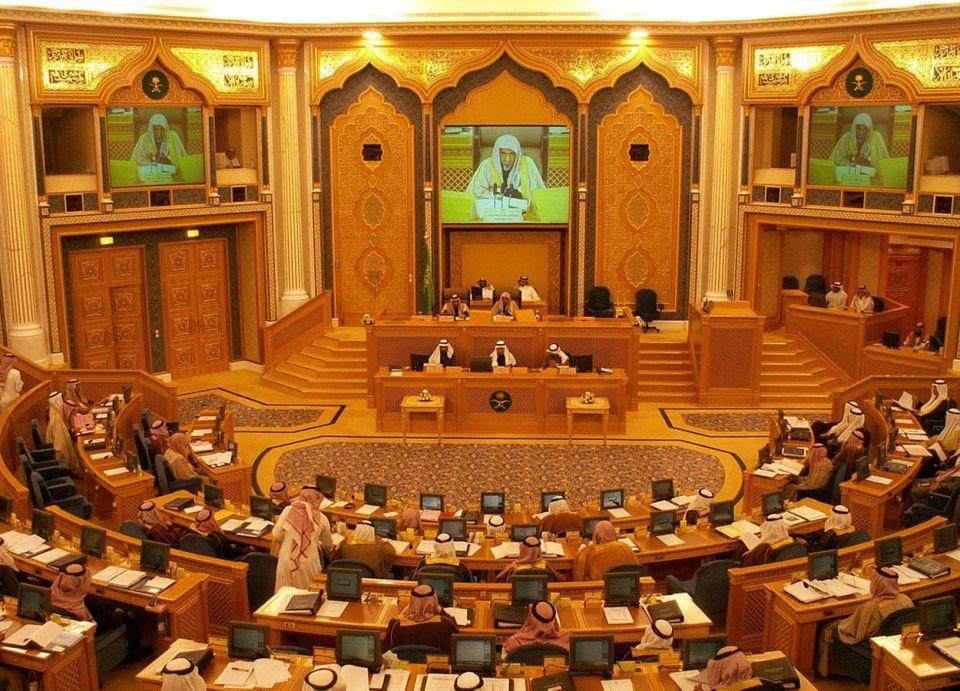الشورى السعودي يدرس مقترحاً بزيادة عدد درجات سلم رواتب الموظفين