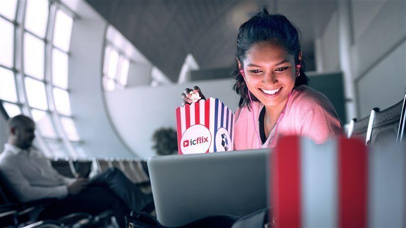مطار دبي الدولي يطلق للمرة الأولى تجربة عرض أفلام مجانية